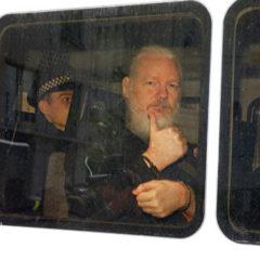 Власти США обвинят Ассанжа в шпионаже, полагает экс-сотрудник ЦРУ