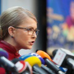 Тимошенко увидела унижение государства в звонке Порошенко Зеленскому