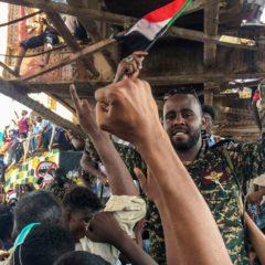 Военные Судана взяли управление страной на себя