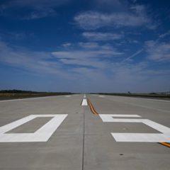 В Казахстане самолет съехал в грунт при заруливании на стоянку в аэропорту