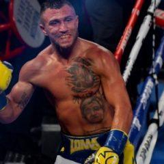 Василий Ломаченко нокаутом выиграл бой за два чемпионских титула