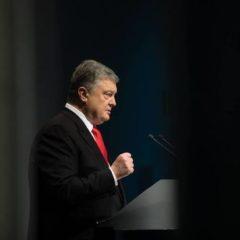 Эксперты оценили креатив Порошенко, раздавившего фурой Зеленского: «Большой просчет»