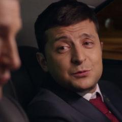 Сторонники Порошенко в новом ролике сбросили на Зеленского белый порошок