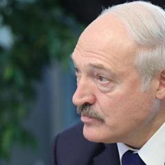 Лукашенко заявил, что в России обнаглели и «начинают выкручивать руки»