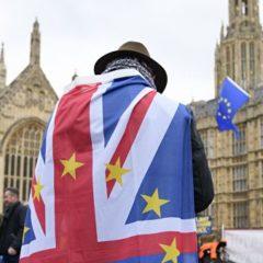 В британском парламенте одобрили проект, предотвращающий «жесткий» Brexit