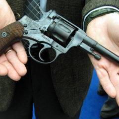 Иностранцев предложили награждать пистолетами за заслуги перед Россией