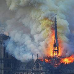 Япония рассмотрит вопрос о помощи Франции после пожара в Нотр-Даме