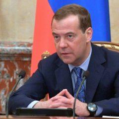 Медведев после идеи Володина назвал неактуальными изменения в Конституции