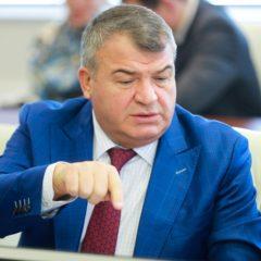 Сердюков раскритиковал авиапром за «сумасшедшие издержки»