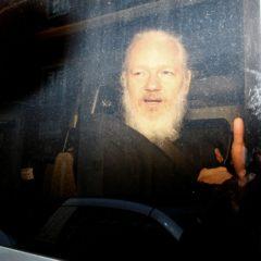 По данным WikiLeaks: что публиковала организация Ассанжа