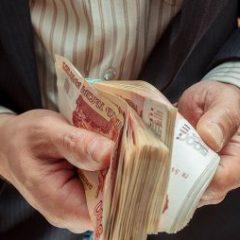 Названы вакансии в России с зарплатой более 500 тысяч рублей
