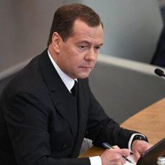 Медведев призвал уделять повышенное внимание развитию сел
