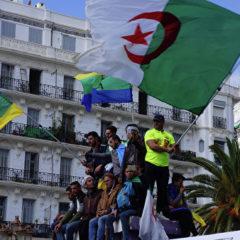 В Алжире демонстранты и городские службы навели порядок после беспорядков
