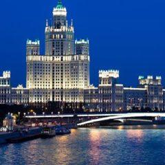 Власти Москвы проверят сообщения о грязных пятнах на Москва-реке