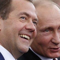 Стали известны доходы Путина и Медведева