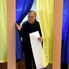 Опрос показал, кого выберут избиратели Тимошенко и Бойко во втором туре