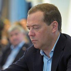 Фундаментальные изменения действующей конституции не нужны, заявил Медведев