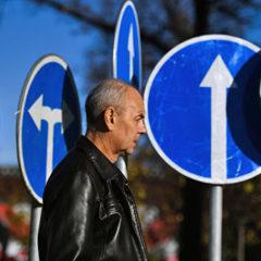 ЛДПР попросит отложить введение поправок о размере дорожных знаков