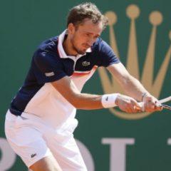Даниил Медведев обыграл Джоковича в четвертьфинале турнира в Монако
