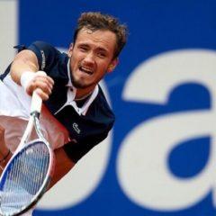 Даниил Медведев впервые вышел в полуфинал теннисного турнира в Барселоне