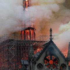 Генсек НАТО назвал душераздирающим зрелищем пожар в Нотр-Даме