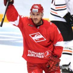 Хоккейный «Спартак» продлил контракты с двумя иностранными нападающими