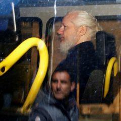 «Герой или подлец»: западные СМИ об аресте Джулиана Ассанжа