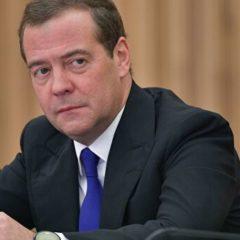 Медведев отметил вклад Жээнбекова в укрепление отношений России и Киргизии