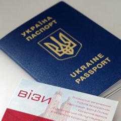 Украинцам разрешили фотографироваться на документы в головных уборах