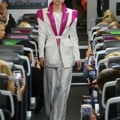 В Москве впервые состоялся модный показ в движущемся поезде