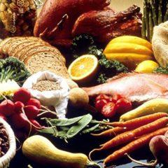 Почти половина россиян считают, что питаются правильно, сообщил ВЦИОМ